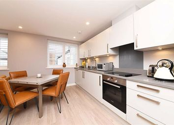 Thumbnail 2 bed flat to rent in Cornwall Avenue, Finchley, London