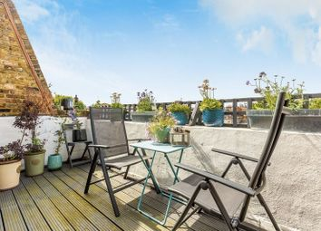 2 bed maisonette for sale in Clifton Avenue, London W12