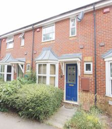 2 bed property to rent in Hunters Way, Cippenham, Slough SL1