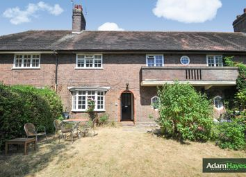 Thumbnail 1 bed flat to rent in Neale Close, Hampstead Garden Suburb