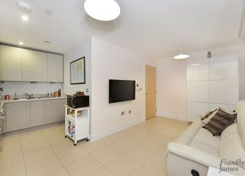Thumbnail 1 bedroom flat for sale in Streamlight Tower, Canary Wharf