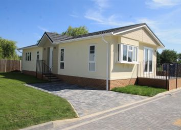 Thumbnail 2 bed mobile/park home for sale in Lyngfield Caravan Park, Huxtable Gardens, Bray, Maidenhead