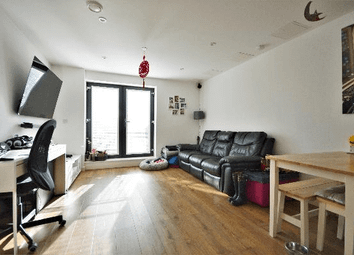 Charter Court, Pinner, London HA5. 2 bed flat