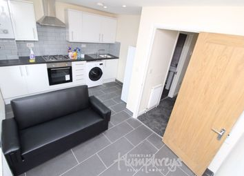 3 bed flat to rent in William Street, Reading RG1