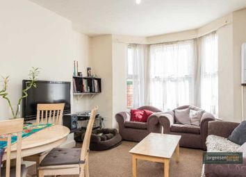 2 bed maisonette to rent in Allison Road, Acton, London W3