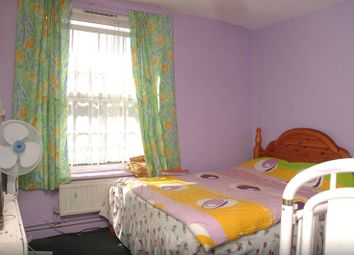 Thumbnail 5 bed flat for sale in Hollybush Gardens, Bethnal Green, London