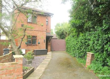2 bed detached house for sale in Cassiobury Avenue, Feltham TW14