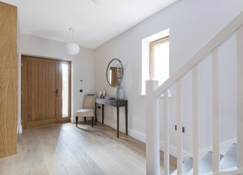5 bed town house for sale in Victoria Avenue, London N3