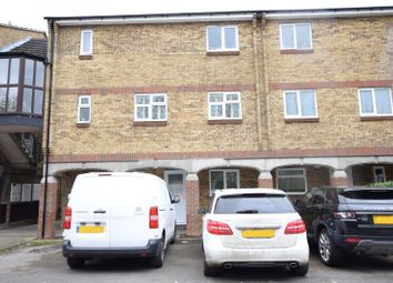 2 bed flat to rent in Woodstock Crescent, Laindon, Basildon, Essex SS15