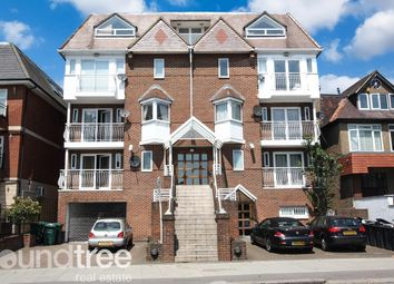 2 bed flat to rent in Highview House, Queens Road, Hendon, London NW4