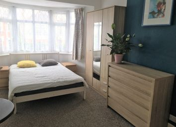 Room to rent in Castlebar Park, Ealing, London W5