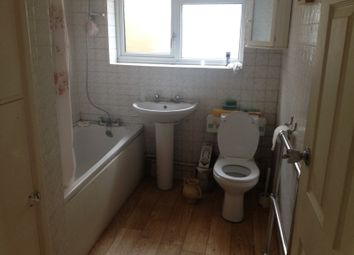 Thumbnail 2 bed bungalow to rent in Fieldgate Road, Luton, Bedfordshire