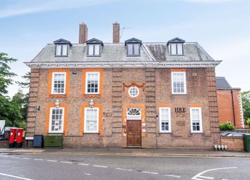 Thumbnail 2 bed flat to rent in South Park, Gerrards Cross, Bucks