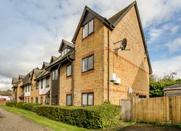 Thumbnail 2 bed flat for sale in Commonside Close, Sutton, Surrey