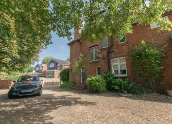 Thumbnail 4 bed flat to rent in Ray Park Road, Maidenhead
