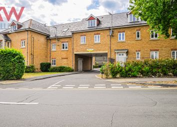 Thumbnail 2 bed flat to rent in Highway Avenue, Maidenhead, Berkshire