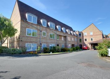 Thumbnail 1 bedroom flat for sale in Homewillow Close, London