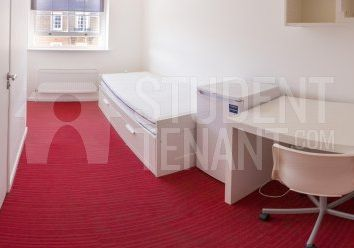 Thumbnail Room to rent in Crendon Street, High Wycombe