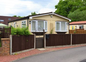 Thumbnail 2 bed mobile/park home for sale in Park Lane, Finchampstead, Wokingham