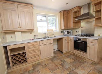 Thumbnail 3 bed flat to rent in Beechwood Avenue, Woodley, Reading