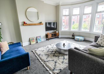 Thumbnail 2 bed flat to rent in Lyndhurst Drive, London