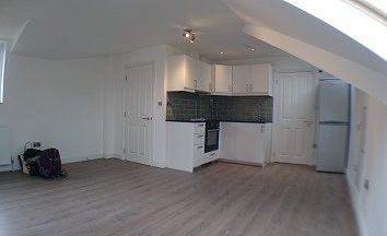 Thumbnail Studio to rent in Lewis Road, Sutton, Sutton