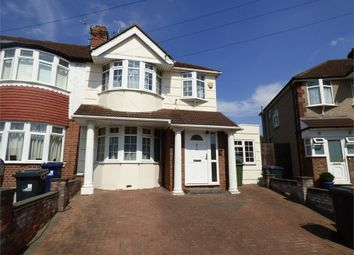 4 bed end terrace house to rent in Devon Close, Perivale, Greenford, Greater London UB6