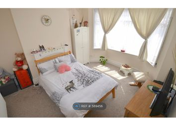 Thumbnail Room to rent in Wroxham Road, Poole