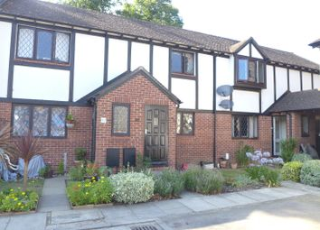 Thumbnail 2 bed flat to rent in Kings Chase, East Molesey