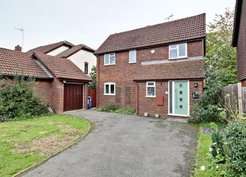 3 bed detached house for sale in Vetch Field, Hook RG27