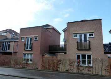 Thumbnail 3 bed town house for sale in Mckinlay Court, Gamekeepers Wynd, East Kilbride