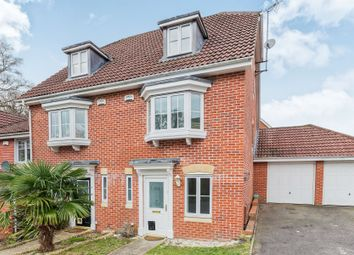 Thumbnail 3 bed town house to rent in Hopper Vale, Bracknell