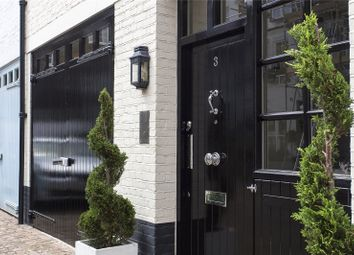Thumbnail 4 bedroom mews house to rent in Pont Street Mews, London