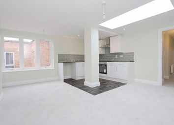 2 bed flat to rent in High Street, Andover SP10