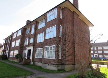 Thumbnail 2 bedroom flat to rent in Wynash Gardens, Carshalton
