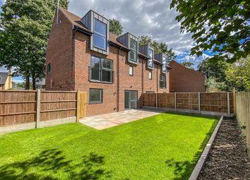 Hoddesdon Road, Stanstead Abbotts, Hertfordshire SG12. 3 bed semi-detached house