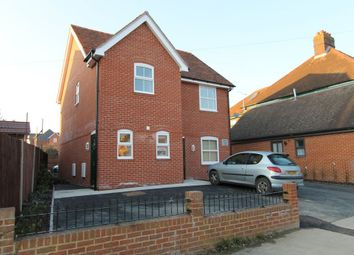 Thumbnail 2 bed flat to rent in The Avenue, Bishops Waltham, Southampton