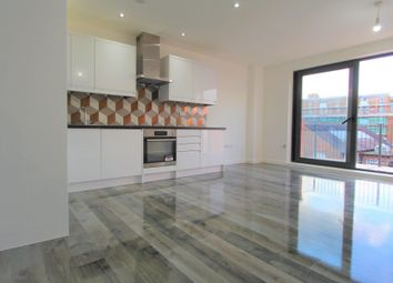 2 bed flat to rent in Rushey Green, London SE6