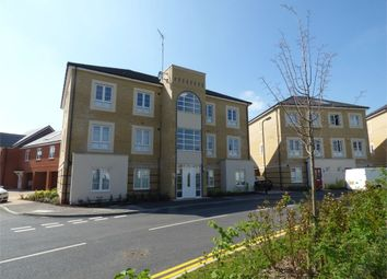 Thumbnail 2 bed flat for sale in Kings Reach, Langley, Berkshire