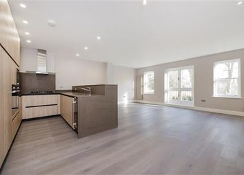 3 bed flat to rent in Lyndhurst Lodge, Lyndhurst Road, London NW3