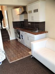 Thumbnail 1 bed flat to rent in High Street, Hornchurch