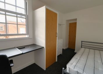 Room to rent in Pier Street, Humber Street, Hull HU1