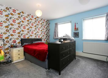 Thumbnail 2 bed flat for sale in Purley Way, Croydon
