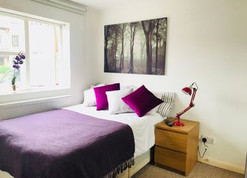 Room to rent in Observatory Mews, London E14