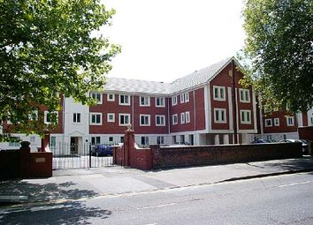 Thumbnail 2 bed flat to rent in Shelley Court, London Road, Reading