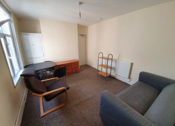 2 bed flat to rent in Claude Road, Cardiff CF24