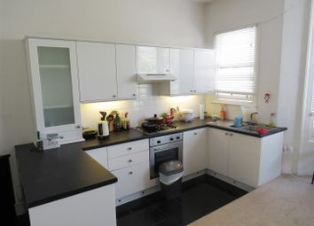 Thumbnail 1 bed flat to rent in Clarence Square, Brighton