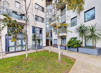 Mitcham Road, London SW17. 2 bed flat for sale
