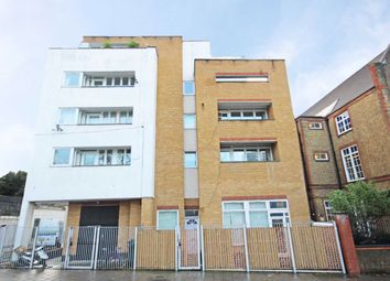 2 bed flat to rent in St. Rule Street, London SW8