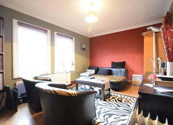 Thumbnail 2 bed flat to rent in First Floor Flat De Beauvoir Road, Reading